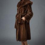 Шуба из канадской норки цвета орех с капюшоном №19164